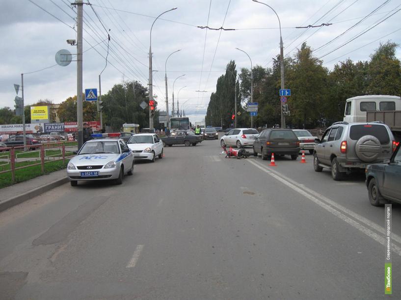 В центре Тамбова столкнулись два авто и мотоцикл
