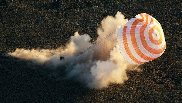 «Союз» с экипажем МКС приземлился в Казахстане