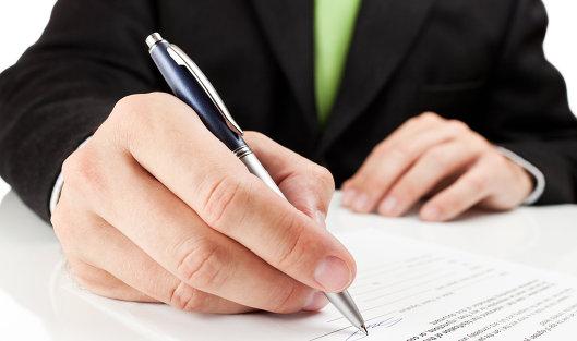 Бывшего сотрудника банка осудят за оформление кредитной карты на чужое имя