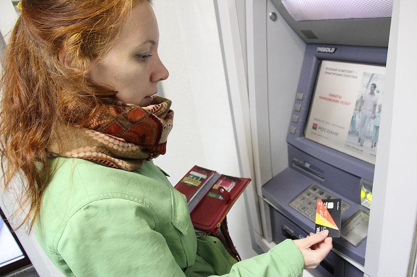 Другого выхода нет: банки массово сокращают лимиты по кредиткам