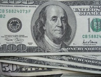 За ночь доллар подорожал еще на 27 копеек