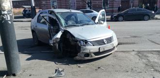 На Базарной столкнулись две иномарки: один из водителей в реанимации