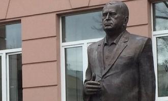 Церетели подарил Жириновскому трехметрового Жириновского