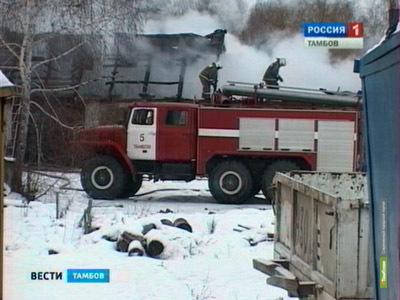 Тамбовские огнеборцы тушили сегодня склад пиломатериалов