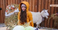 В Мичуринске сфотографировались с козой и пожали руку козлу