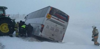 В Ржаксинском районе двухэтажный автобус слетел в кювет