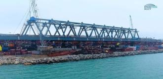 В Крыму собрали железнодорожную арку Керченского моста