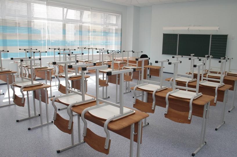 Бывшим зэкам могут разрешить работать вахтерами и сторожами в школах