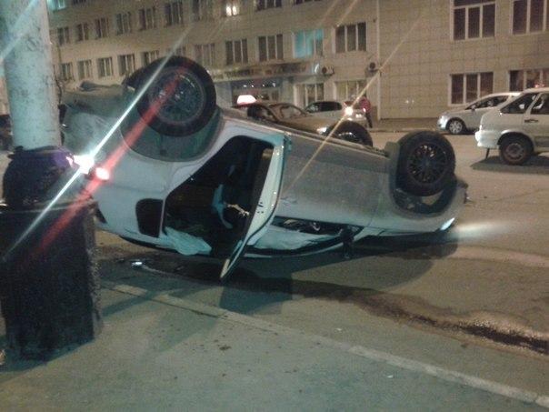 В центре Тамбова перевернулся автомобиль