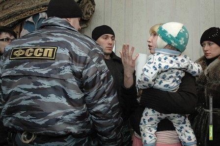 Тамбовские прокуроры хотят забрать у нерадивой матери четырех детей