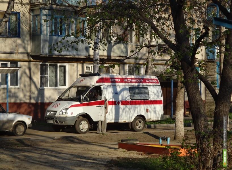 На улице Гагарина ВАЗ-21074 помял иномарку