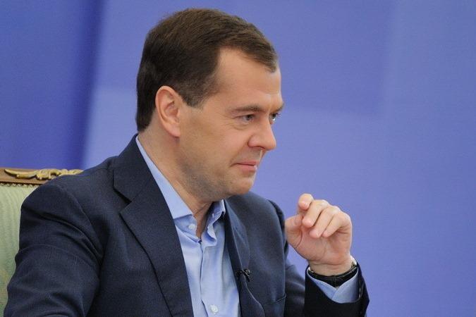 Дмитрий Медведев: аппарат чиновников нужно сократить еще на 10%