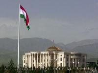 Президент Таджикистана призвал соотечественников обзавестись флагами