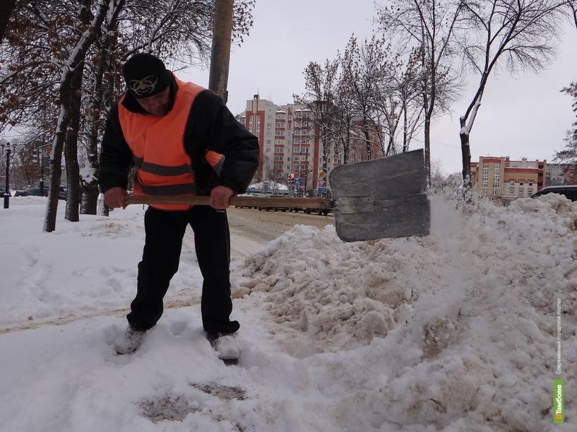 Трассы в Тамбовской области засыпали 235 тоннами песка и соли