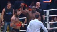 Александр Емельяненко успешно вернулся на ринг