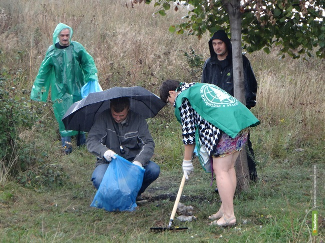 Тамбовчане «расправились» с мусором у Ласковского карьера