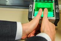 Отпечатки пальцев в биометрических загранпаспортах стали еще реальнее