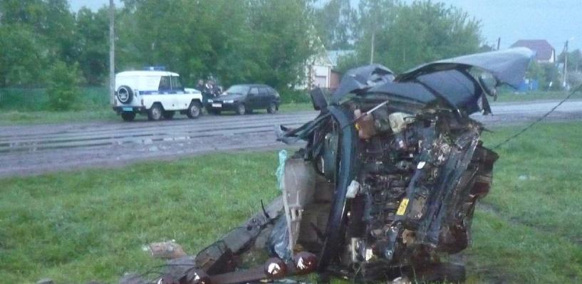 Водитель «двенадцатой» не выжил после столкновения со столбом