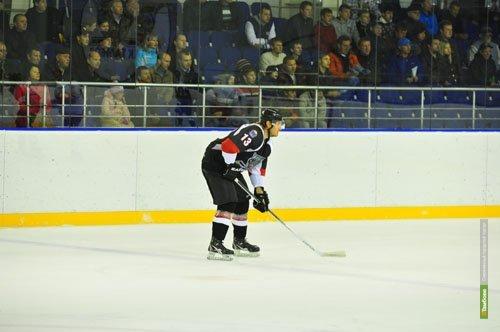Тамбовские хоккеисты на своем льду потерпели поражение от смоленского «Славутича»
