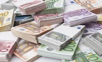 Курс евро упал ниже 67 рублей