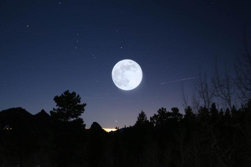 Самая яркая Луна года: жителей Земли ждет суперлуние