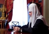 На руке патриарха неумело заретушировали швейцарские часы