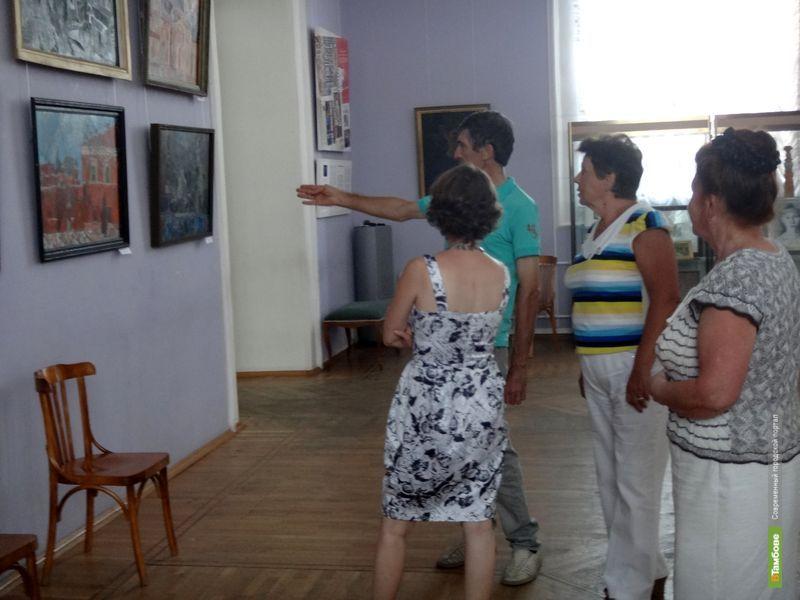В картинной галерее работает выставка местного художника