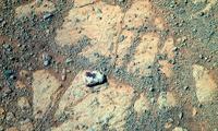 Американец подал в суд на NASA, требуя изучить странный камень на Марсе