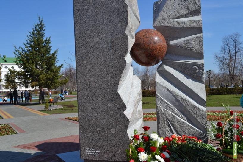 Открытие памятника жертвам ядерных катастроф: фоторепортаж