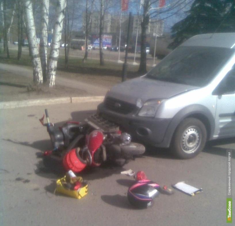 В Тамбове мотоциклист столкнулся с легковушкой