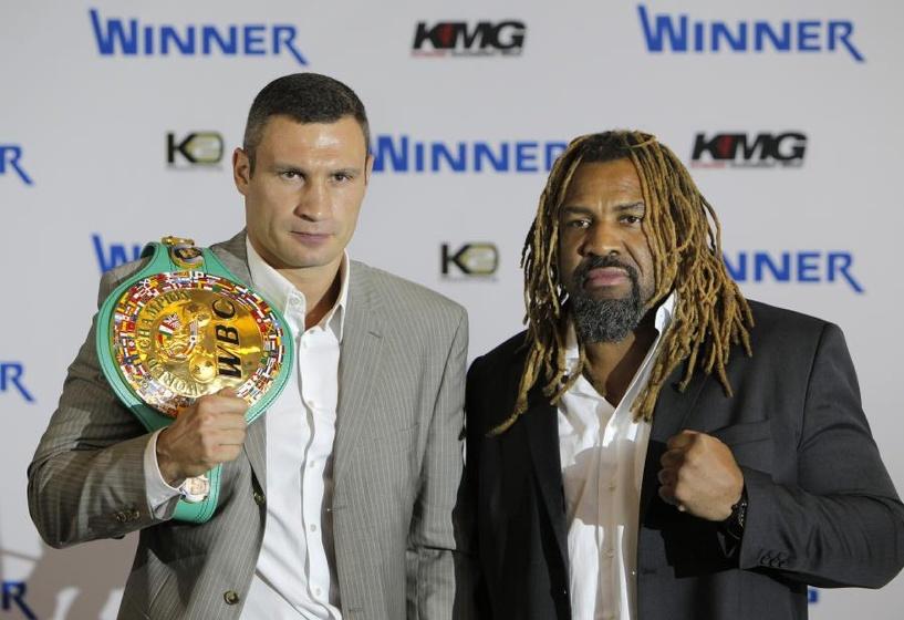 Американский боксер Шеннон Бриггс разозлил Владимира Кличко, отобрав у него еду