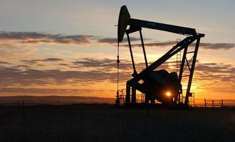 Снижение цен на нефть приводит к ослаблению российской валюты