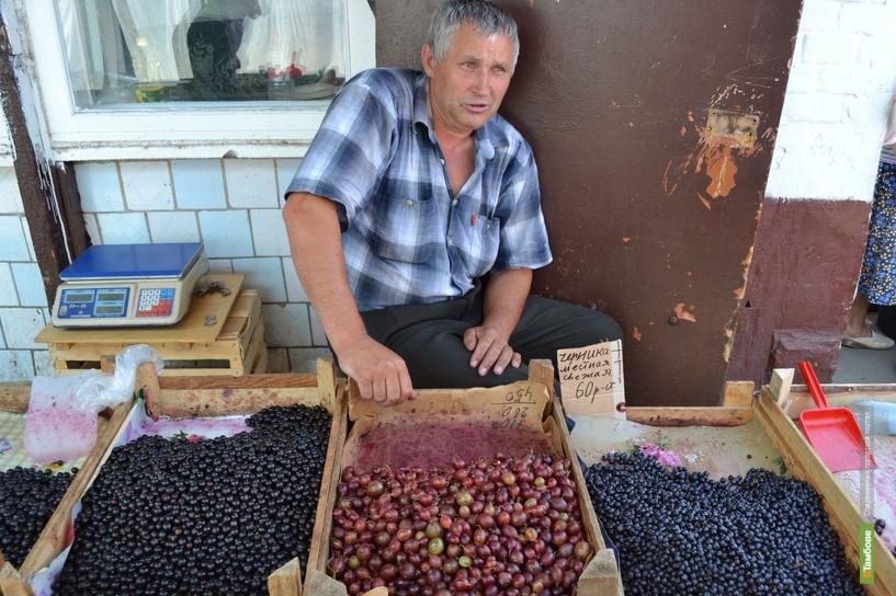 Покупателей «кусают» цены на ягоду