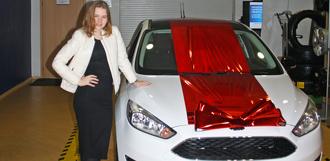 В автосалоне «Глобус-Моторс» состоялась выдача первого автомобиля ограниченной серии FORD FOCUS White&Black