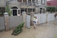 Онищенко вывозит детей из Крымска