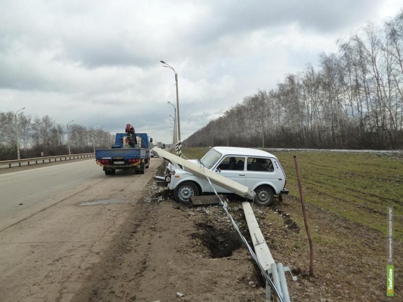 Пенсионер врезался в столб на трассе в Притамбовье