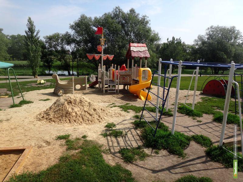 Игровые площадки на Набережной Тамбова небезопасны для детей