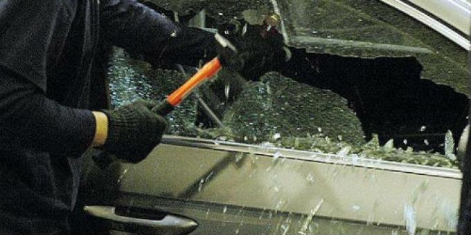 В Кирсановском районе задержали студента, обчистившего автомобиль