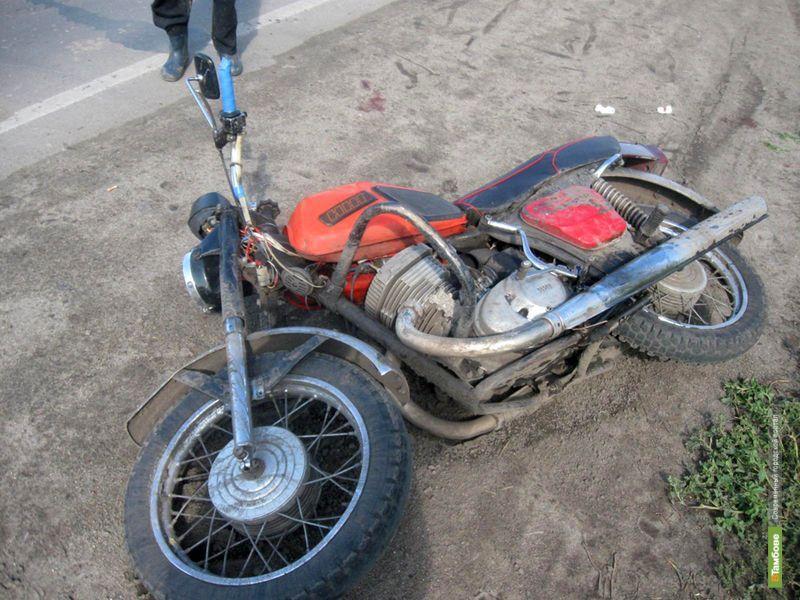 В Первомайском пьяный мотоциклист «налетел» на легковушку