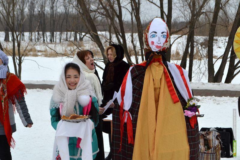 Студенты-иностранцы в Тамбове впервые отведали русских блинов