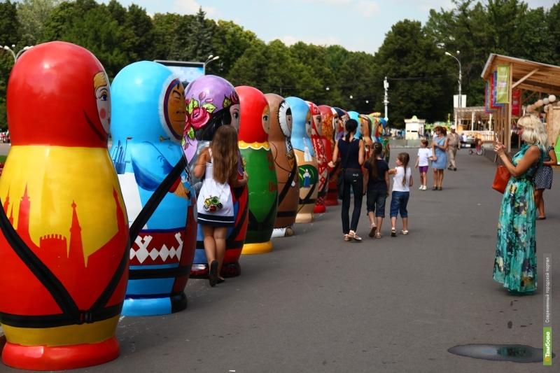 В Москве была выставлена двухметровая матрешка из Тамбова