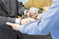 Правительство приплатит гражданам за доносы на коррупционеров