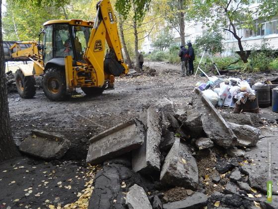 Сити-менеджер проинспектировал ход ремонта тамбовских дворов