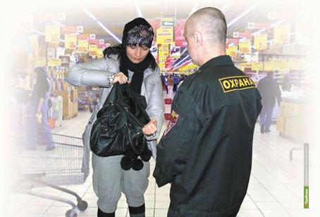 В Тамбове охранник обворовал покупательницу