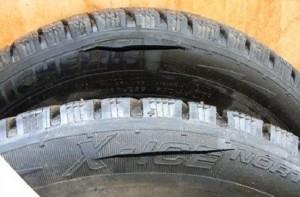 За порезанные шины экс-полицейский получил год условно
