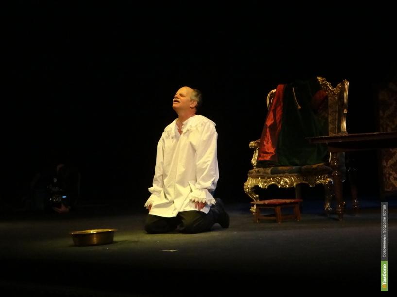 Ведущий актер тамбовского театра зовет горожан на юбилей
