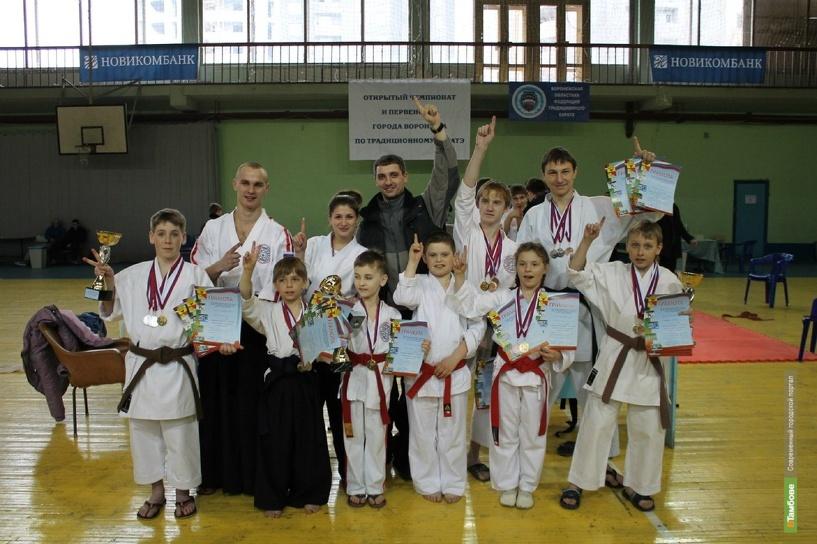 Тамбовские каратисты привезли из Воронежа 22 медали