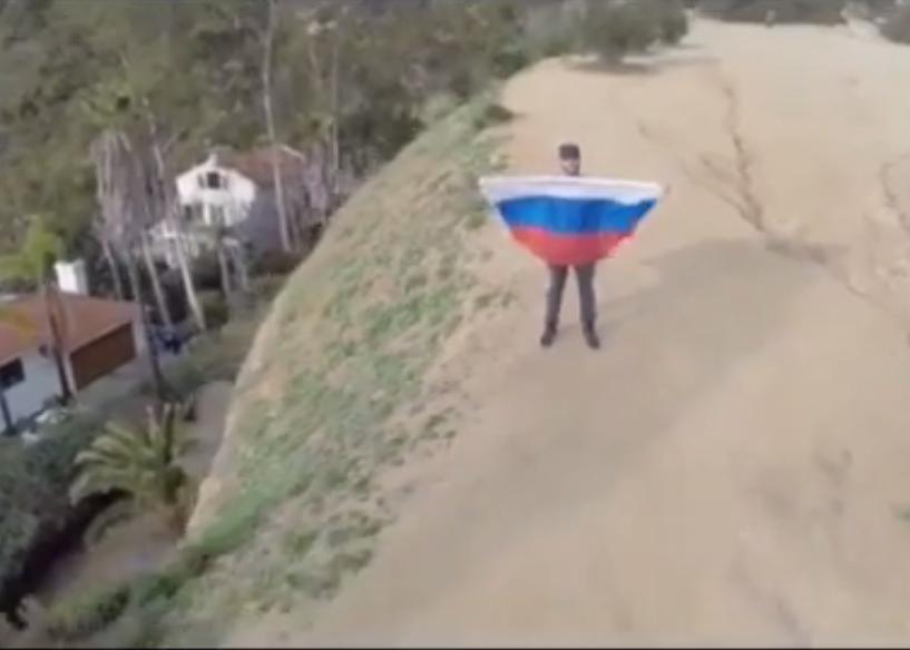 Пострадал за Отчизну: копы скрутили рэпера Тимати за российский флаг в Голливуде