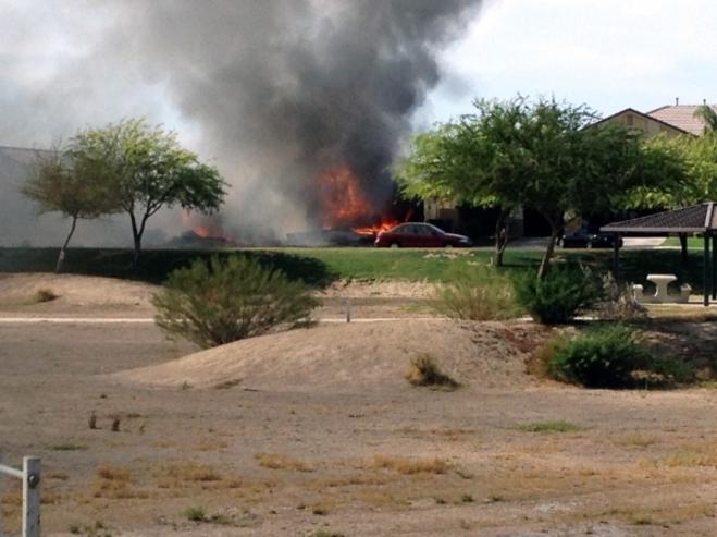 Истребитель ВМС США упал на жилой район в Калифорнии