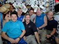 Экипаж МКС встретит Новый год 16 раз: с икрой, но без шампанского